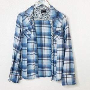 Passport Plaid Flower Detail Button Down Shirt Med